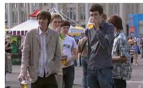 Школьники с пивом - кадр из фильма Чижик-пыжик, где ты был?..